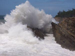 800px-Wave_Crashing