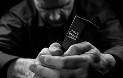 Man Praying400px